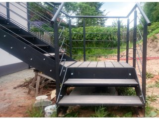 Zakázková výroba zábradlí, schodů a plotů obr.č.: 4 - Samonosné schodiště (Horní Bříza)